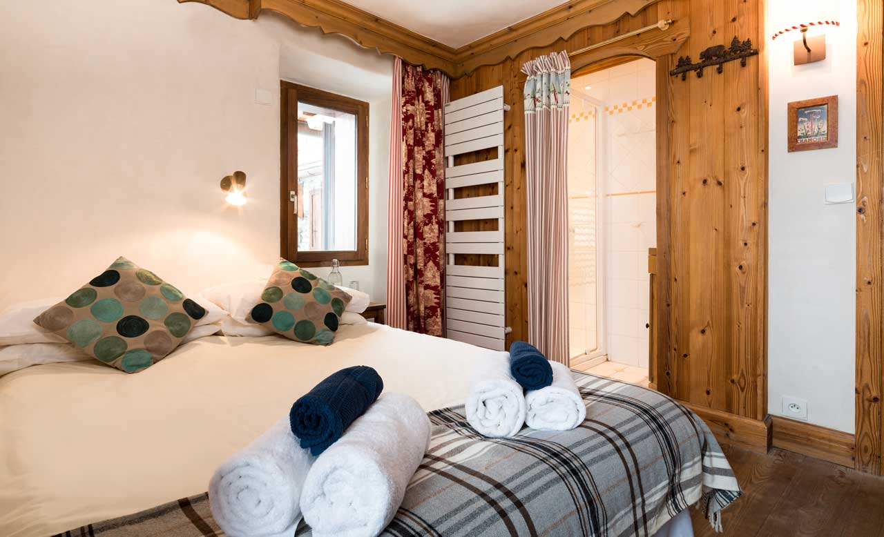 Chalet Barragiste bedroom from The Freeride Republic