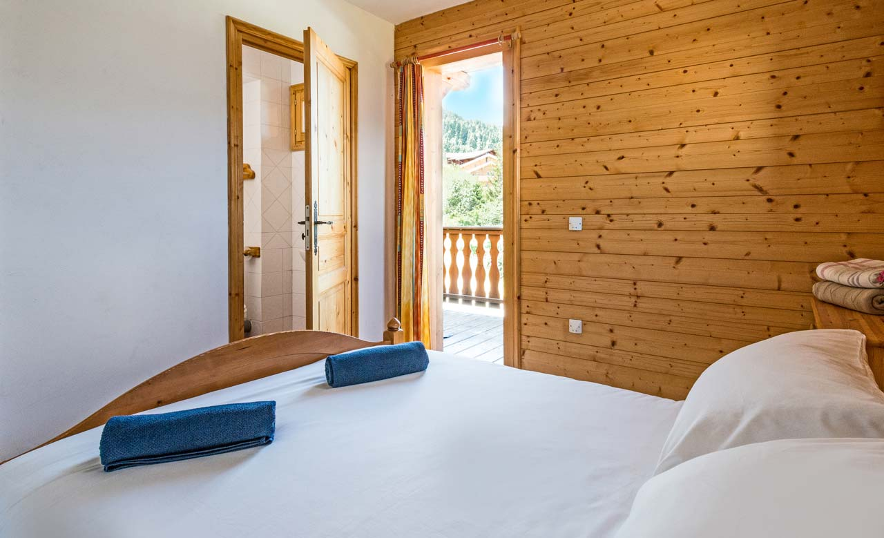 Chalet Topaz ensuite bedroom from The Freeride Republic