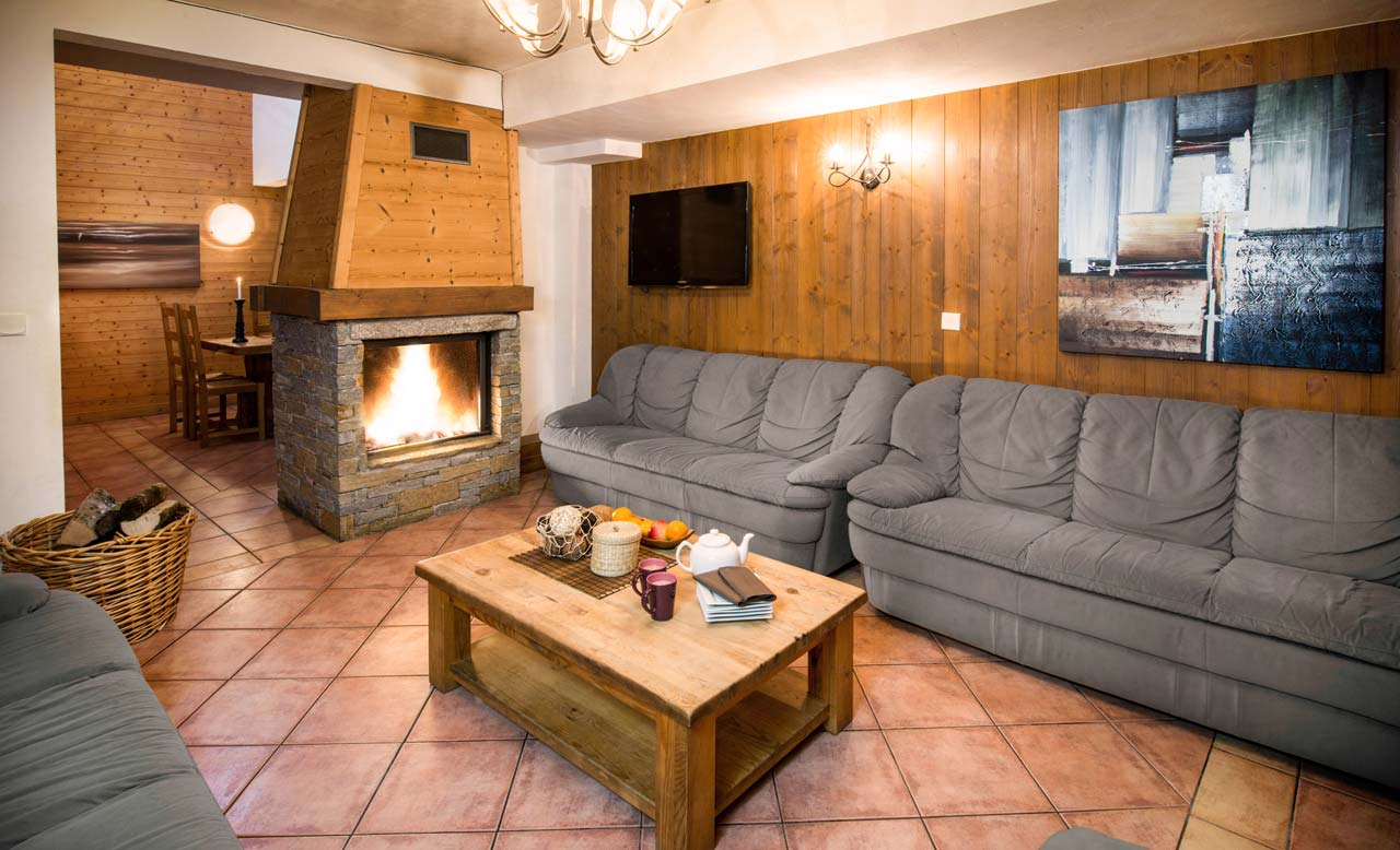 Chalet Topaz lounge from The Freeride Republic