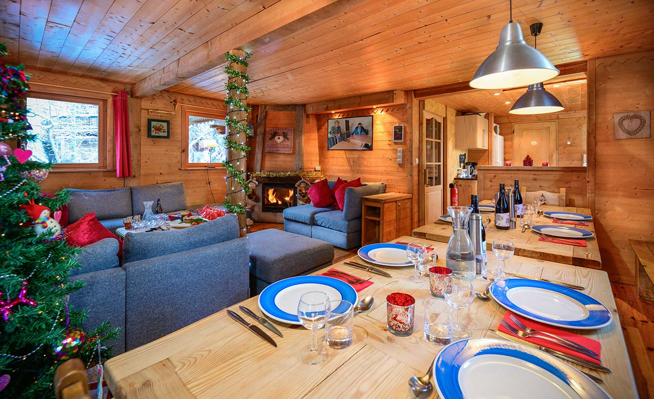 Chalet Cote Coeur Living Room And Dining Table